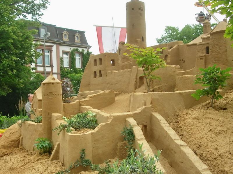 Unvergessen: die Eppsteiner Burg in Sand direkt vor unserem Haus